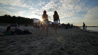 Ein Meer hört immer irgendwo auf aber da fängt es auch wieder an. Ein Samstag im Monat Juni. Gleißende Sonnenstrahlen...
