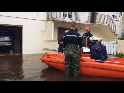 Inondations, rue de l'Eglise, à Courteille (Alençon)
