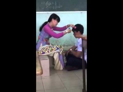 cảm động cô giáo cắt tóc cho học sinh