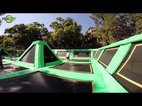 Zkuste si na téhle trampolíně zaskákat a uvidíte, že vše menší je nuda!