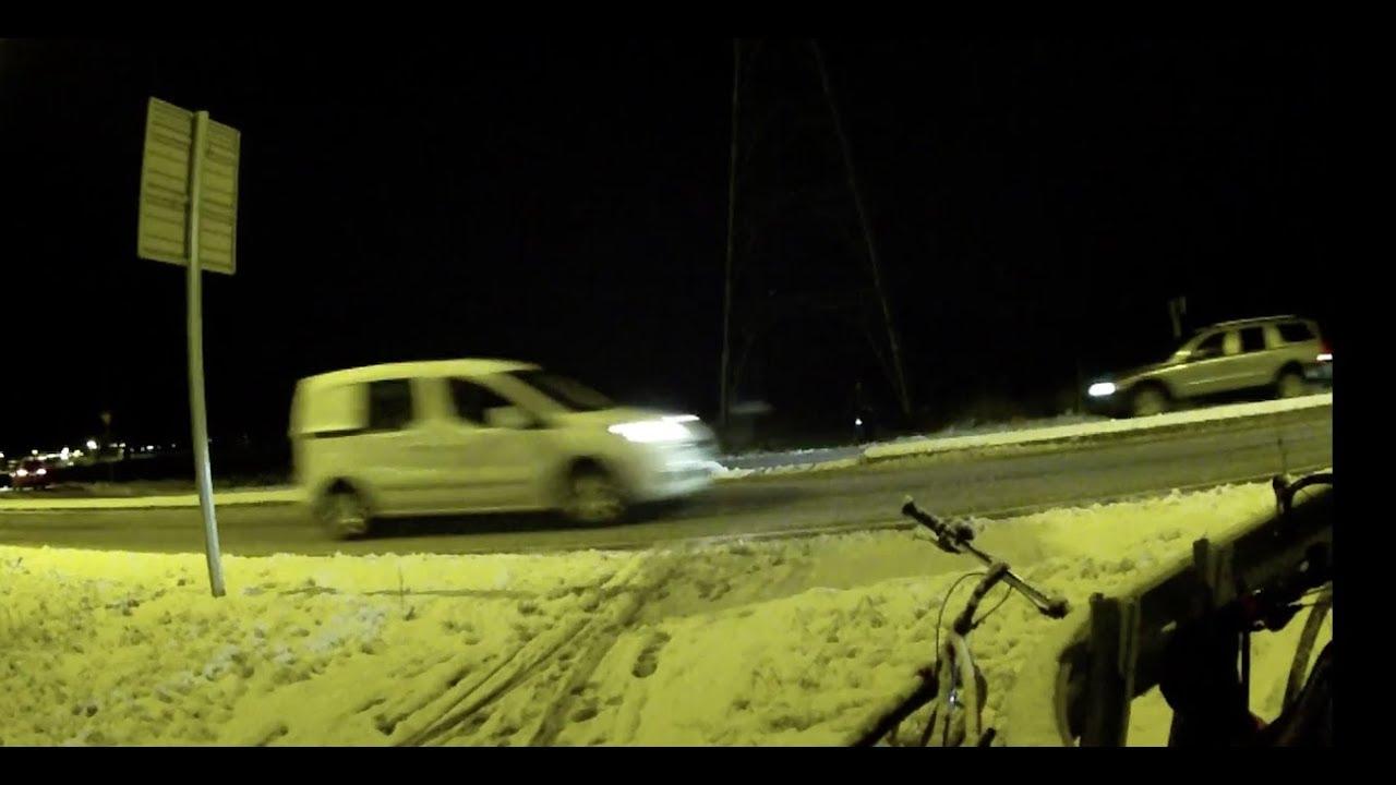 Syklister tvinges til farlig veikryssing