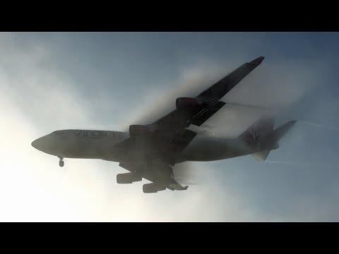 هبوط لطائرة في مطار سويسرا أثناء الضباب .. جميل جداا