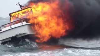 Video Så fort brenner båten din MP3, 3GP, MP4, WEBM, AVI, FLV Desember 2017