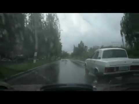 Занесло на мокрой дороге