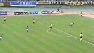 Keeper Yuta Minami wirft Ball ins eigene Tor