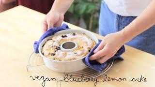 Instagram & Facebook: @momo.eatsSupport us on Patreon: https://www.patreon.com/momoeatsVegan Blueberry Lemon Cake Ingredients:200 g. flour80 g. cornstarch150 g. sugar100 ml. soy milk100 ml. olive oil ½  tbsp. baking powderA pinch of salt2 tbsp. lemon juice1 lemon zest100-125 g. fresh blueberriesSugar for garnishing Bake at 180-200 ºC for 45-50 minutes aprox. in a preheated oven at 180-200ºC.*****Bizcocho de limón y arándanos veganoIngredientes:200 g. harina80 g. maicena150 g. azúcar100 ml. leche de soja100 ml. aceite de oliva½ cda. levadura químicaUna pizca de sal2 cdas. zumo de limónRalladura de 1 limón100-125 g. arándanos frescos Azúcar para decorarHornear a 180-200 ºC durante 45-50 minutos en horno precalentado a 180-200ºC.#vegan #veganrecipes #lemonblueberrycake #recetasveganas #bizcochoveganoMusic: Autumn Reflections by Ken Verheecke under a Creative Commons Attribution License.