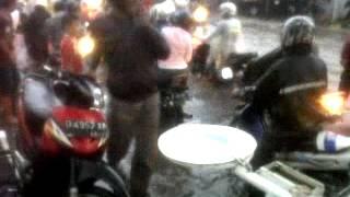 Polisi Mengatur Lalu Linta Pada Saat Banjir Cicahem Bandunghttp://goo.gl/W2Rm2Qhttp://goo.gl/pBvop3http://goo.gl/hC4DqPhttp://goo.gl/icGoGtPolisi Mengatur Lalu Linta Pada Saat Banjir Cicahem BandungPolisi Mengatur Lalu Linta Pada Saat Banjir Cicahem Bandung