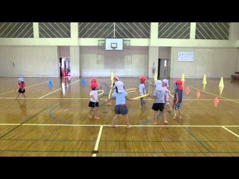 宮原体育館で踊る若木保育園の4歳児さん