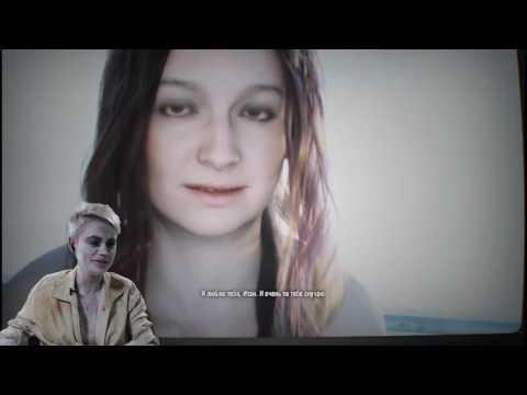Девушка играет в Resident Evil 7