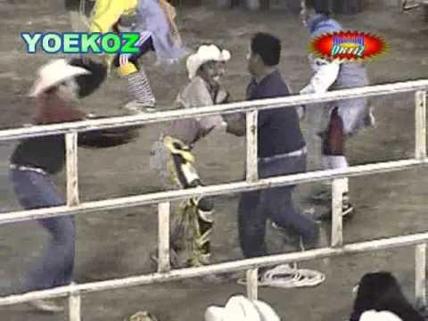 QUE VALOR: Jinete Poblano monta con un solo brazo.
