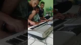 Video VIRALLL, Anak NTT hebat Bermain Musik dan Menyanyi, Tiago, Denny, Obet. MP3, 3GP, MP4, WEBM, AVI, FLV Juli 2018