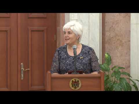 Игорь Додон вручил государственные награды группе граждан Республики Молдова