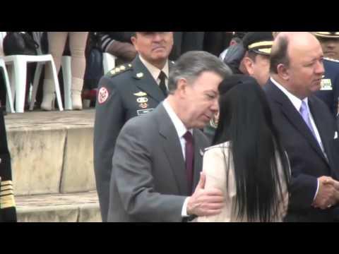 Mujer se niega a recibir un beso del Presidente