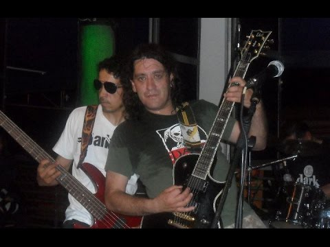 Darkness - Metalero en vivo (Nuclear Parrilla Bar 2011)