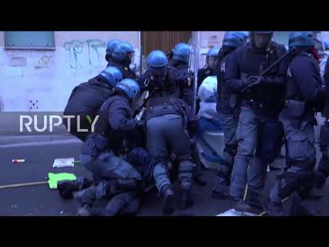 Italy: Anti-Salvini protesters clash with police in Pisa