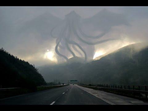 strana figura appare durante il tornado in messico!