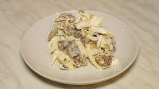 Сытный салат с курицей и шампиньонами жареными