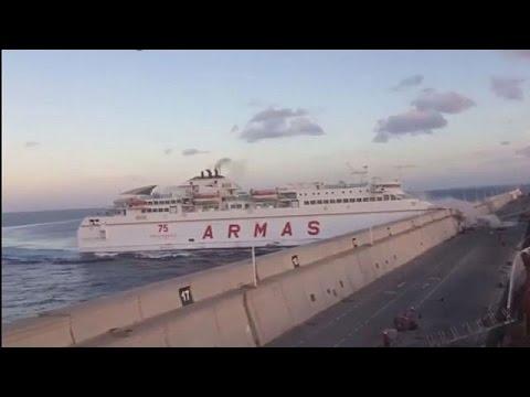 Κανάρια Νησιά: Επιβατηγό πλοίο προσέκρουσε στο λιμάνι