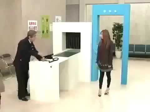 Funny Japanese Game Show Security Check (видео)