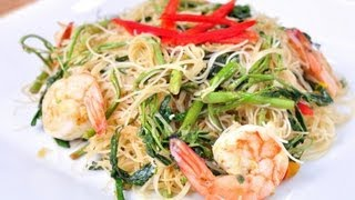 [Thai Food] Stir-fried Noodle With Water Mimosa (Sen Mhee Phad Kra Shed)