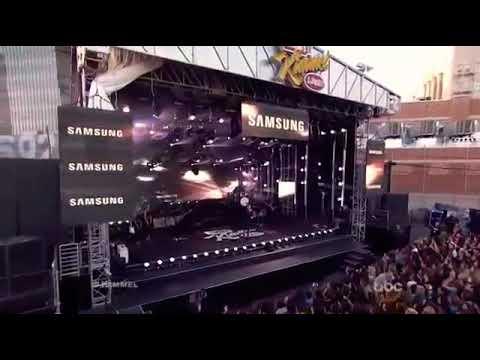 Nick Jonas And Tove Lo - Performing 'Close'