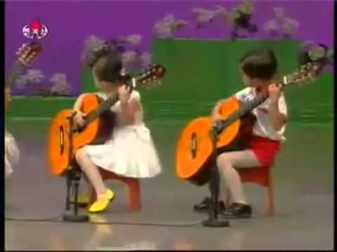 Dàn nhạc nhí Triều Tiên chơi đàn cực hay