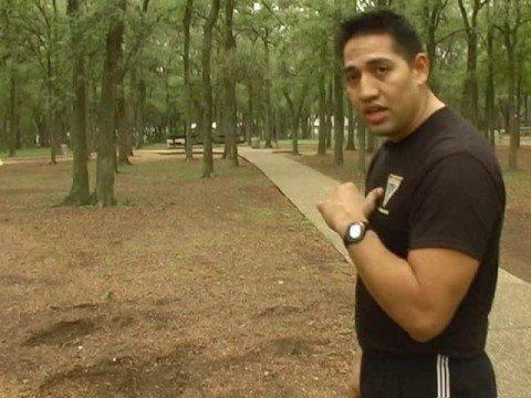 Técnicas de defensa personal en Krav Maga : Ataque de frente con pistola en Krav Maga
