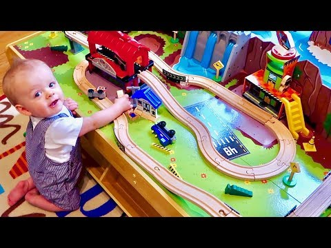 🚂 BABY'S FIRST TOY TRAIN TABLE! 🚂 Grand Central Station and Waterfall Mountain! (видео)