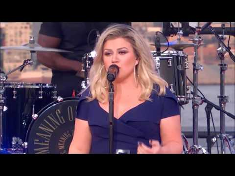 """Kelly Clarkson sings """"What Doesn't Kill You (Makes You Stronger) Live in Concert 2018 HD 1080p"""