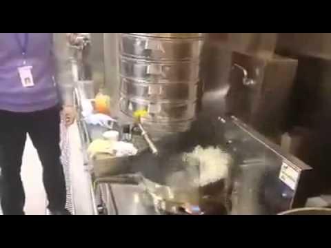自動炒飯機  有想歪的嗎