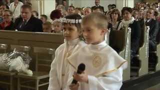 Młody chłopak zaorał księdza na mszy.