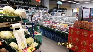 Seka Aleksić u supermarketu i sa sinom Jakovom