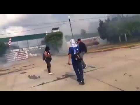 Supuestos estudiantes de Ayotzinapa, vandalizan cuartel militar en Iguala, Guerrero y queman cajero autom�tico de Banejercito.