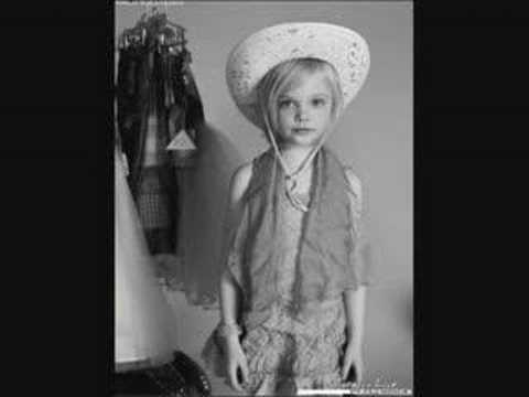 Connie Talbot,Elle Fanning And Dakota Fanning