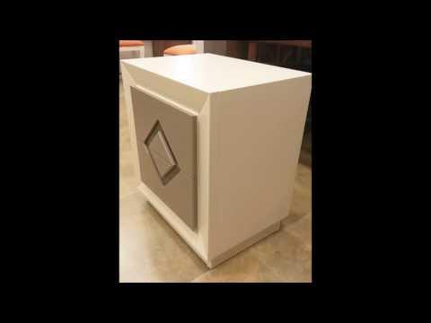 Habitación de matrimonio con cabecer pretapizado y muebles en ...