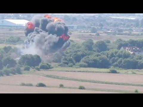 Μ.Βρετανία: Έντεκα οι νεκροί από την συντριβή μαχητικού σε αεροπορικές επιδείξεις