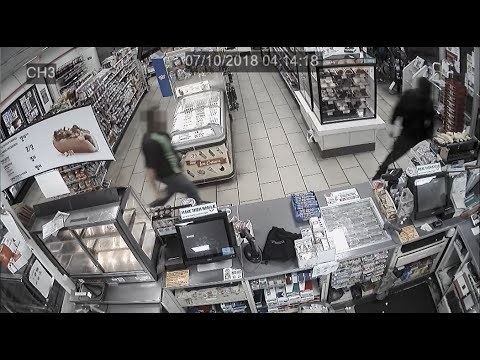 7-Eleven employee chases knife-wielding robber out of store