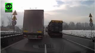 Debil z ciężarówki blokuje karetkę pędzącą z wątrobą do przeszczepu…