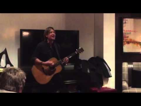 Keith Urban Playing Around in his Suite!