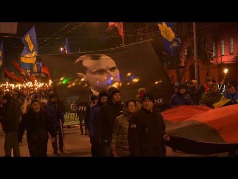 Ukraine: Militärparade in Luhansk (Ostukraine) und Proteste in Kiew