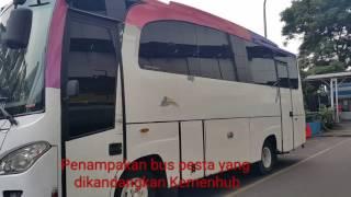 Penampakan bus pesta yang dikandangkan Kementerian Perhubungan karena diduga tidak memiliki izin. Di dalam bus terdapat CD musik bergenre electronic dance music (EDM). KOMPAS.com/NURSITA SARI
