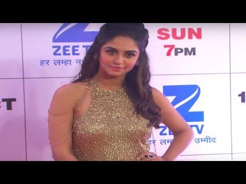 Krystle Dsouza shines in golden outfit @ Zee Risht