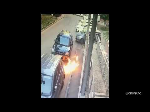Подростки в Краснодаре сбросили на девушку коктейль Молотова