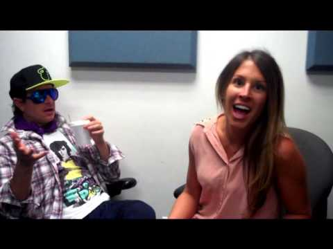 Ashlee interviews comedian Pauly Shore