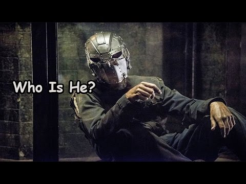 The Flash Season 2 - Who's The Man In The Mask ?