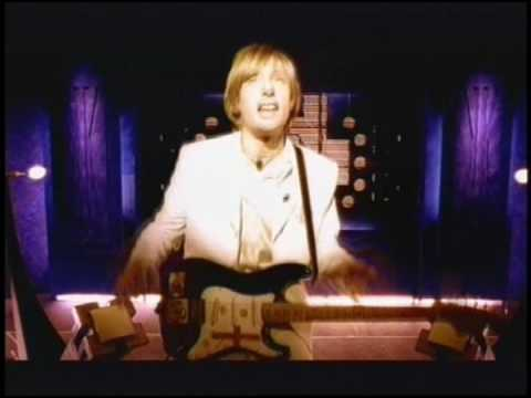tattva - The official video for Tattva, the 2nd single to be taken from the 1996 debut album, 'K'. Visit www.kulashaker.co.uk for the latest on Kula Shaker!