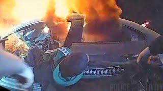Policjant w ostatniej chwili wyciąga kierowce z płonącego auta…
