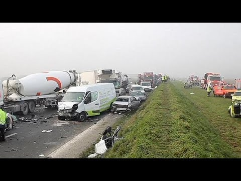 More than 100 vehicles crash in heavy fog in Belgium - no comment