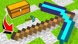 GIANT PICKAXE vs DIAMOND PICKAXE in MINECRAFT!