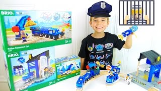 Video JOUETS -  Policier Swan met le Voleur en Prison !  - CIRCUIT POLICE BRIO WORLD MP3, 3GP, MP4, WEBM, AVI, FLV Mei 2017